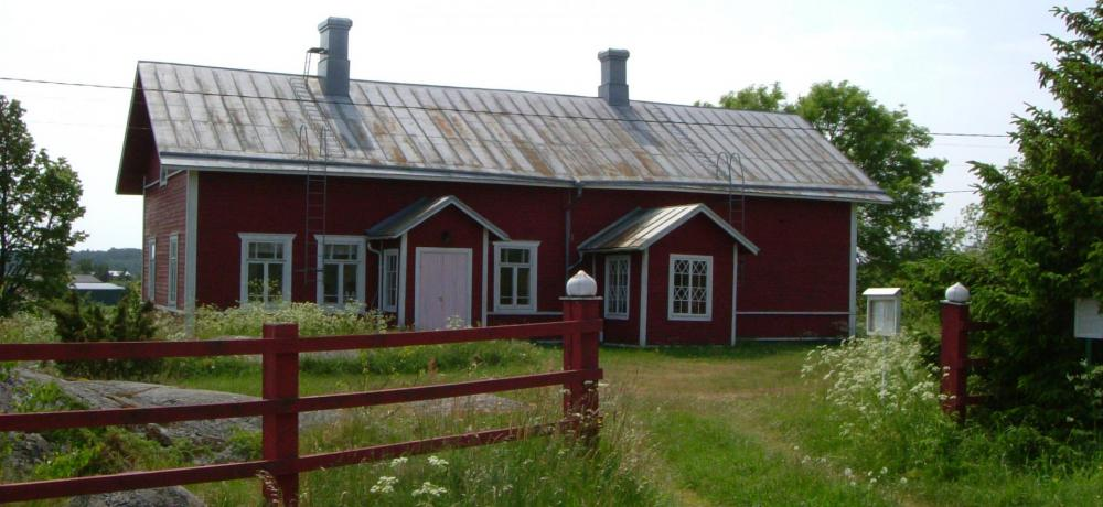 Den gamla skolan på Sottunga är i dag hembygdsgård